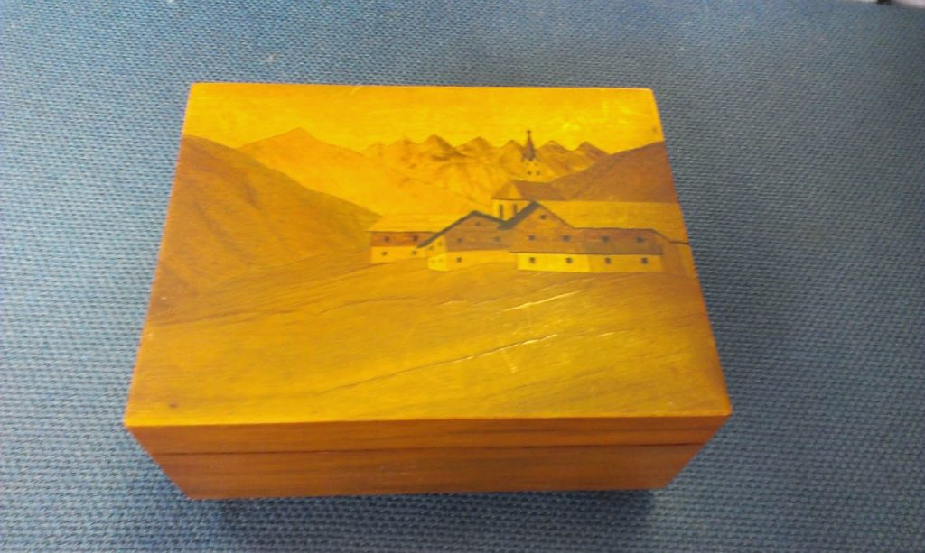 music box - marquetry on the box lid